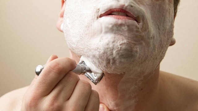 double-edge-safety-razor-shave-918x516